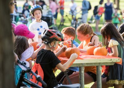 10/22/17 LHT Trail and Treat - Kids painting pumpkins